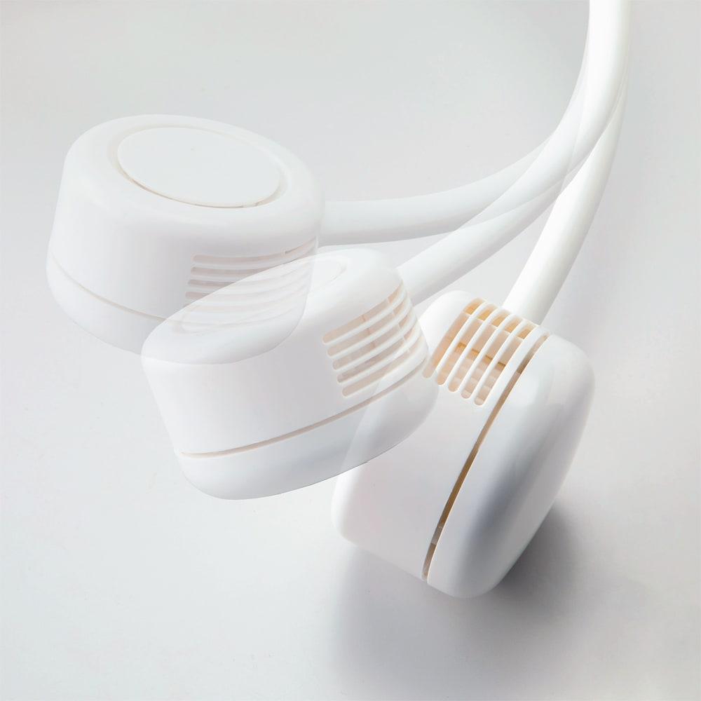 首かけ扇風機 充電式ネックファン ファン部分も可動式で風向の調節が可能。