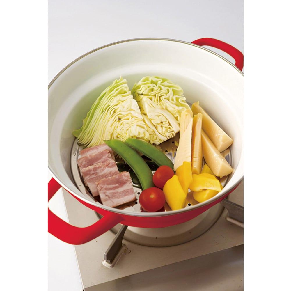 富士ホーローオールインワン万能鍋27cm ステンレス製スノコ付き 蒸し料理に便利な、ステンレス製のスノコ付き。