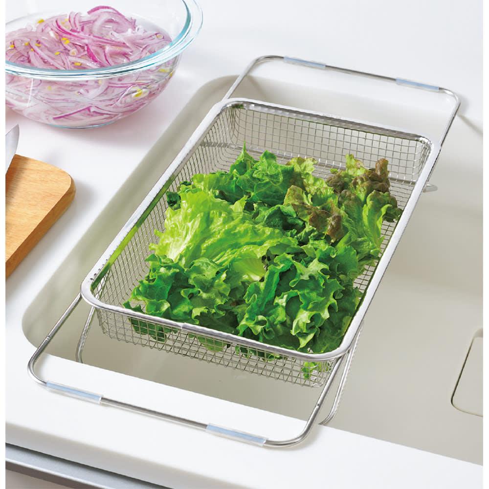シンクの中でも外でも水切りメッシュかご 洗った野菜の水切りにも。