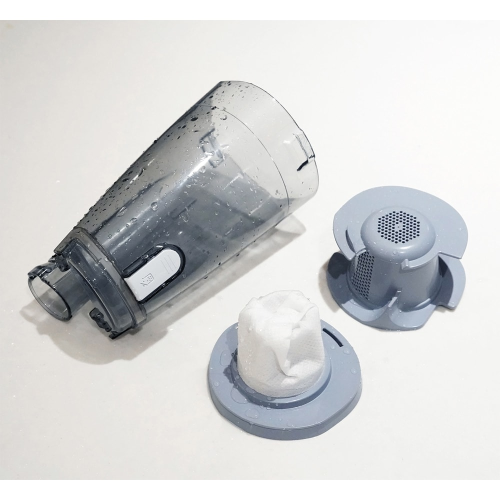サイクロンスティック型2WAYクリーナー ダストケースは分解も組み立ても簡単な、はめ込み式。ダストケースとフィルターは水洗い可能です。