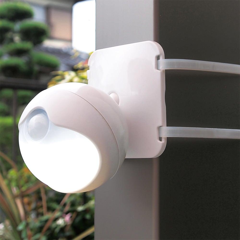 防雨LED人感センサーライト2個組 台座+結束バンドで柱などにも。