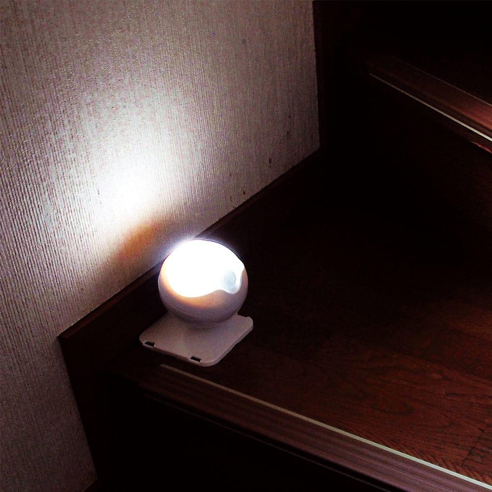 防雨LED人感センサーライト2個組 階段や廊下の足元ライトに。