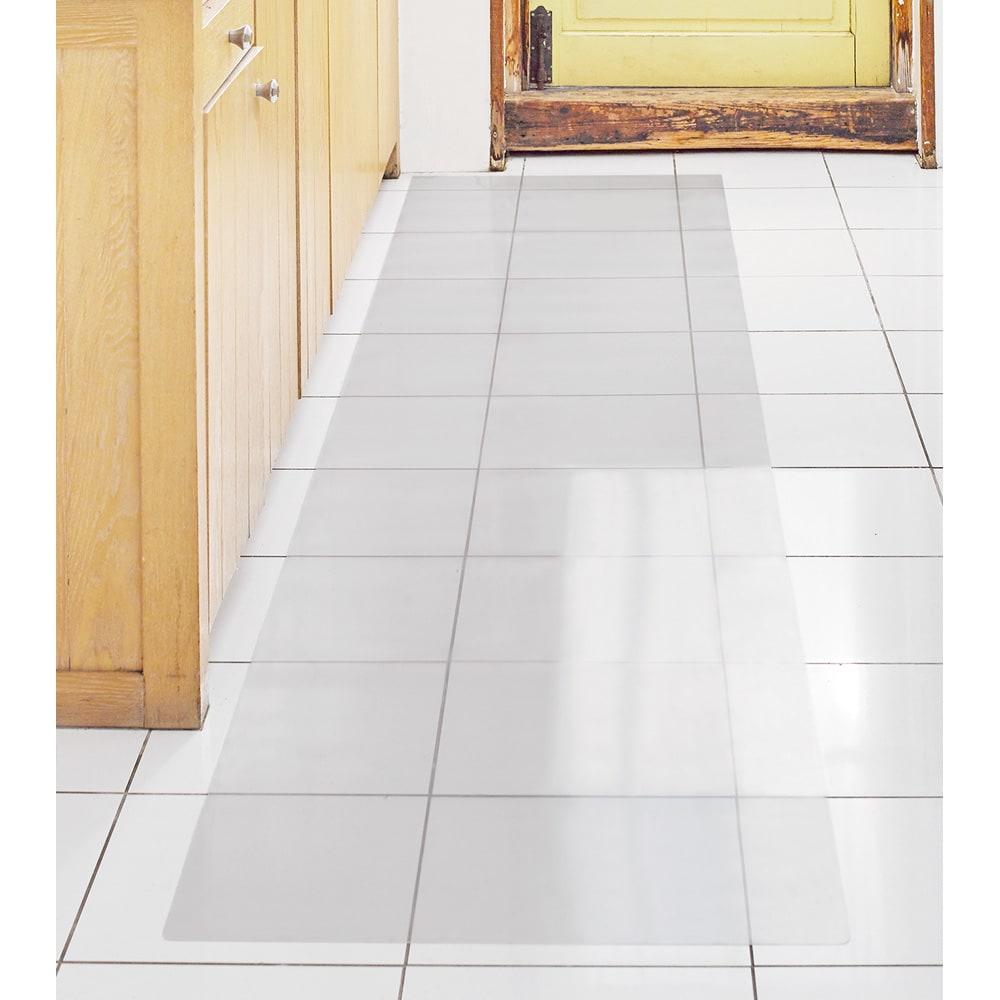 アキレス 透明キッチンフロアマット(抗菌仕様)奥行60cm 使用イメージ