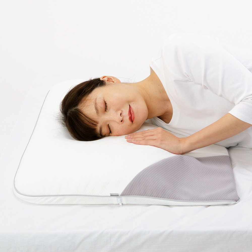 ミズノ・dinos 共同企画商品 メディブレスピロー ピローケース付きセット 横向き寝時に肩が入る段差を作り、圧迫感を解消。