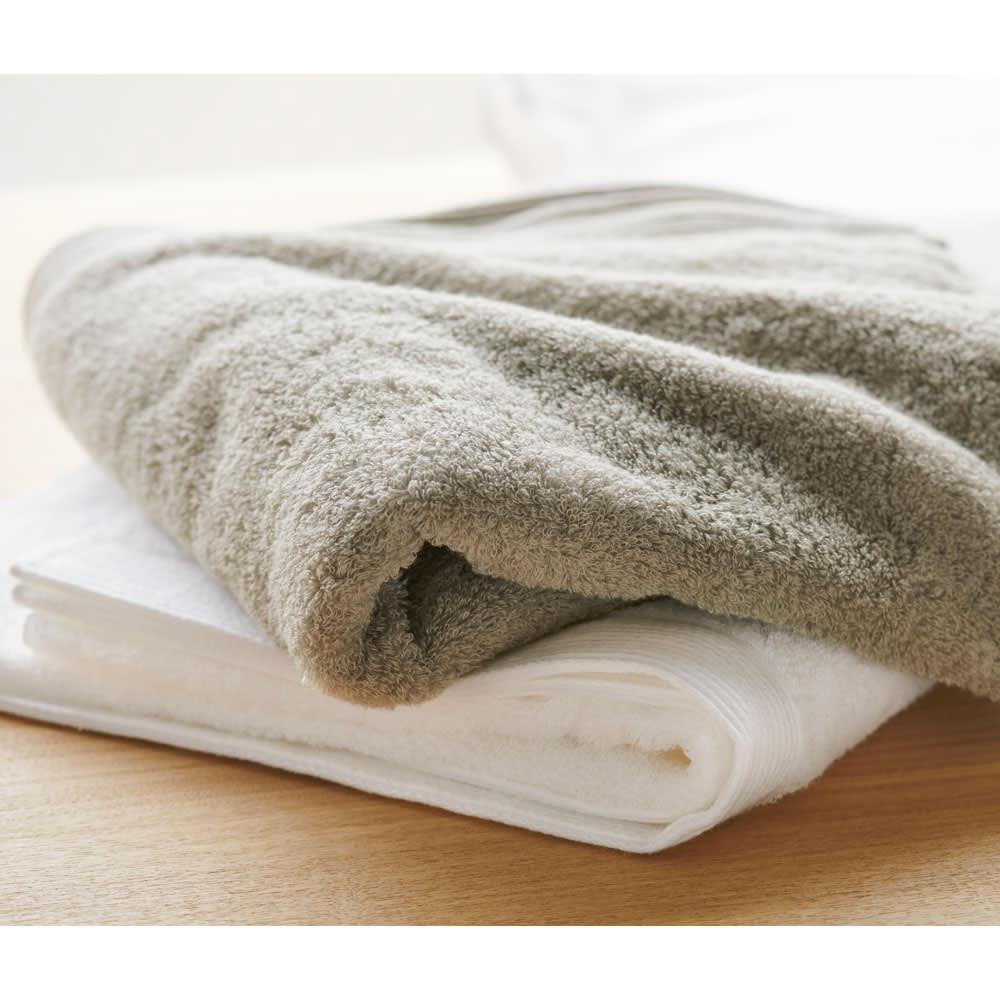 洗うほどやわらかくなるタオル フェイスタオル(色が選べる4枚組) 上から(イ)グレー (ア)ホワイト