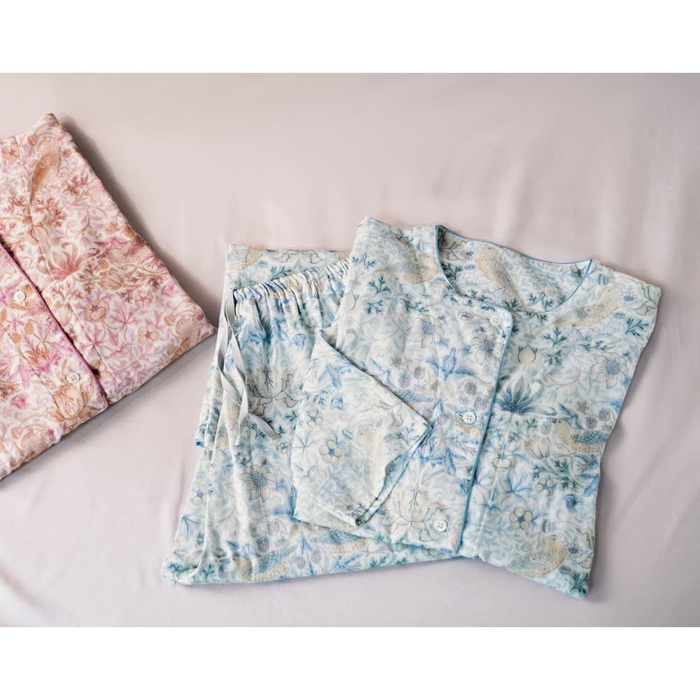ピュア・モリス 二重ガーゼパジャマ〈ピュアいちご泥棒〉 左から(イ)ピンク(ア)ブルー