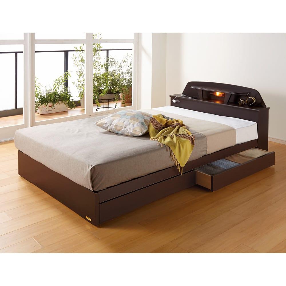【セミダブル・レギュラーマット】フランスベッド棚照明付きベッド ダークブラウン/ライトブラウン 収納ベッド