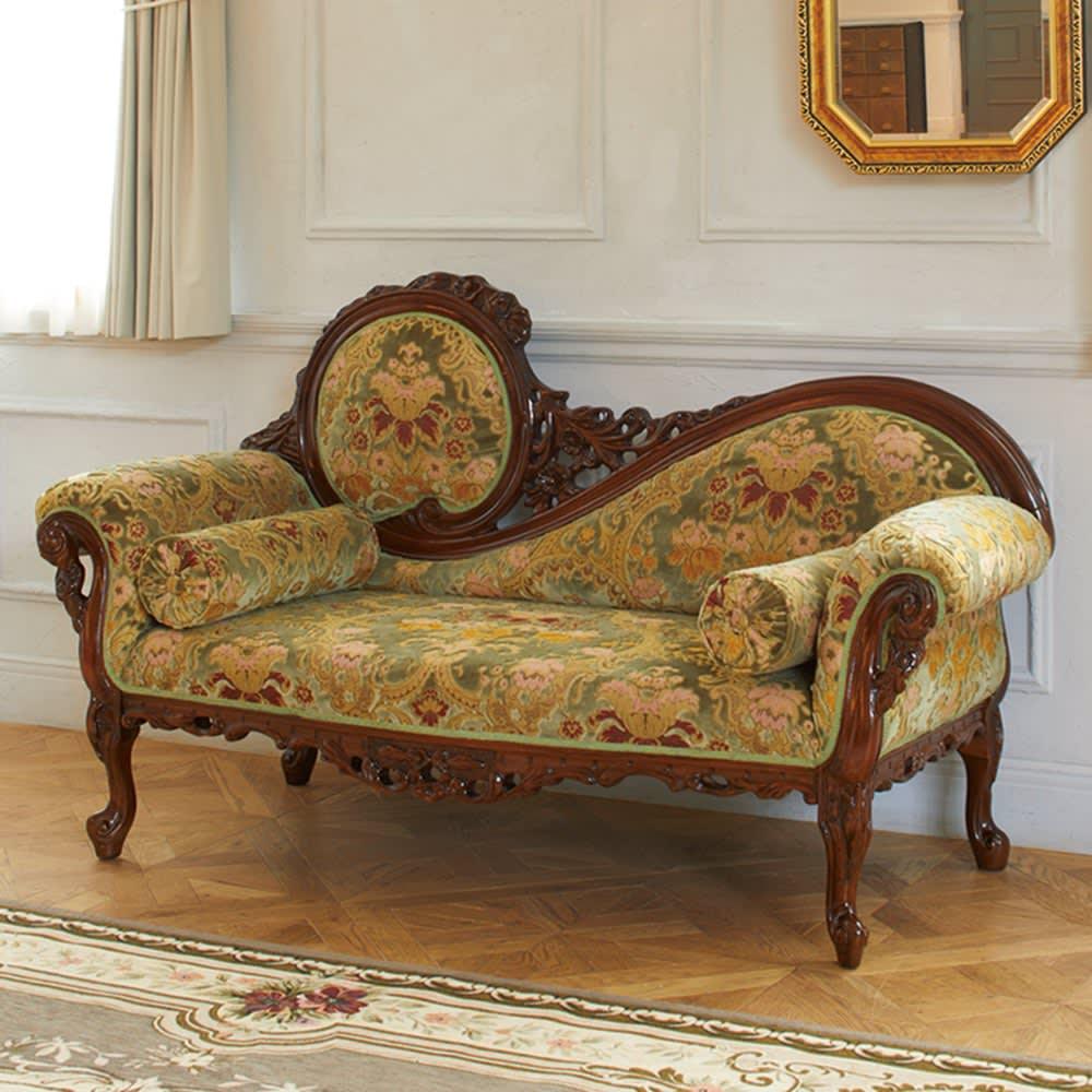 イタリア製金華山織シリーズ NEWデラックスカウチソファ 贅を尽くしたイタリアン家具が至福のひとときをもたらして。金華山織とクラシックな彫刻に彩られたソファは、置くだけで空間の主役になる美しさ。