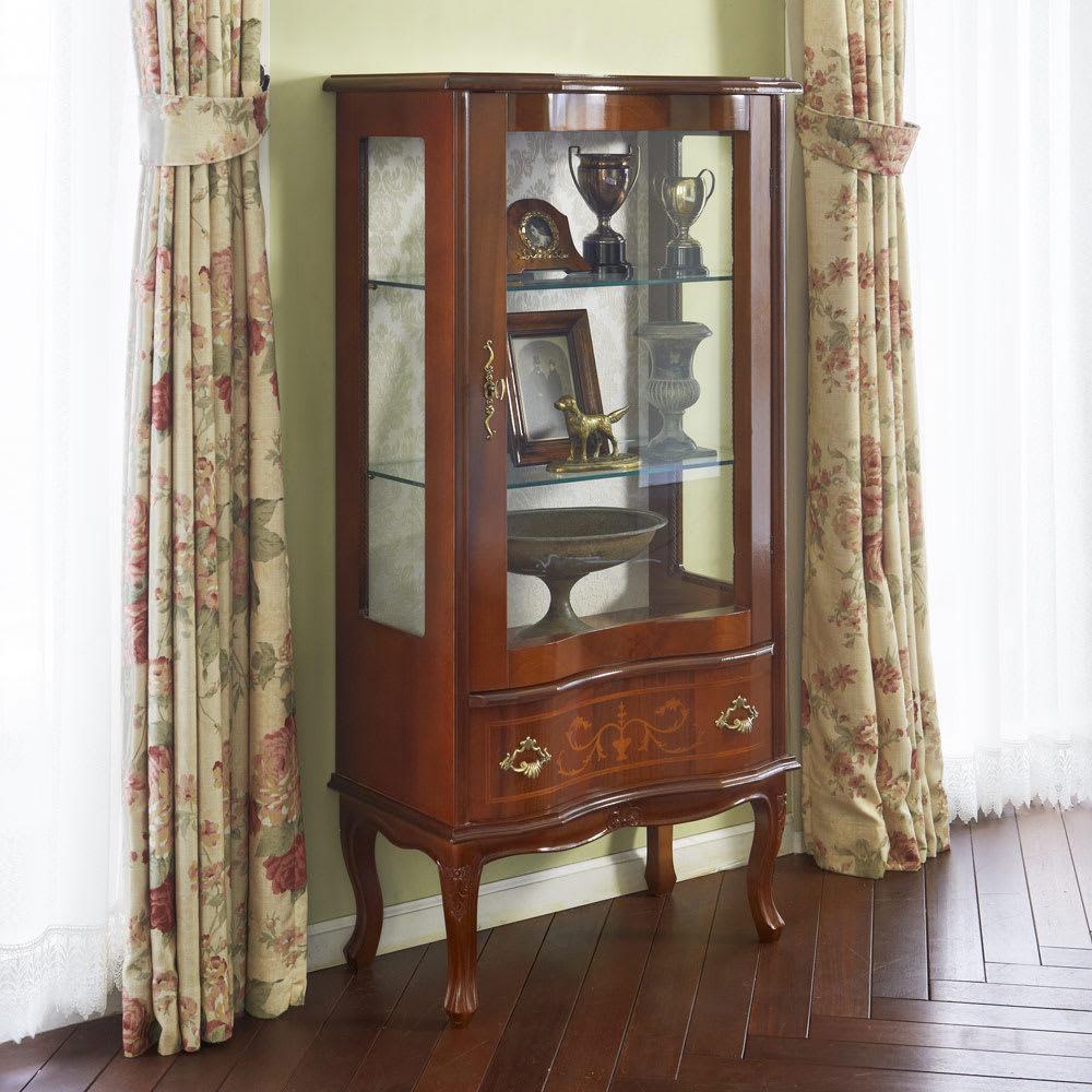 イタリア製象がんシリーズ ガラスキャビネット 高さ120cm 自慢のコレクションを一層美しく飾れる、イタリア製のガラスキャビネットです。