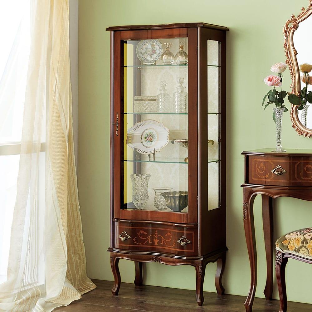 イタリア製象がんシリーズ ガラスキャビネット 高さ145.5cm お気に入りのコレクションを一層素敵に魅せるガラス収納棚。