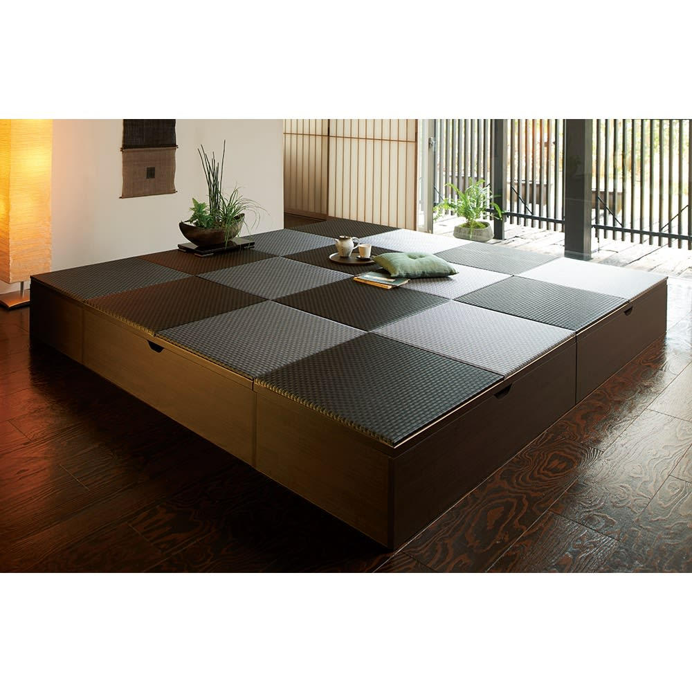 市松模様美草ユニット畳シリーズ セット品 高さ30cm コーディネート例(ア)ブラック[高さ30cmタイプ・8畳セット] 低いタイプなので、圧迫感なく設置できます。