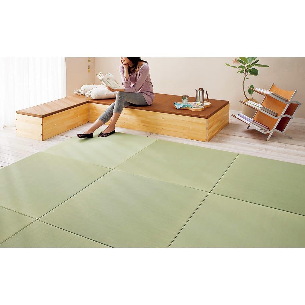 へりなしフロア畳 3畳用(6枚組)[い草ラグ] リビングの一画に和のインテリアスペースを作れます。 ※写真は4.5畳用(9枚組)です。