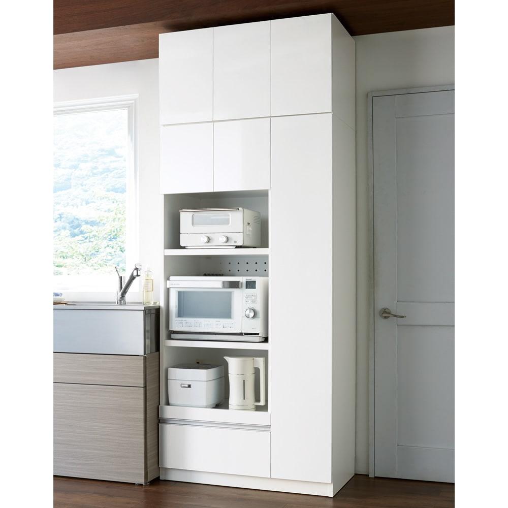 家電も食器もたっぷり収納!天井ぴったりキッチンシリーズ マルチボード 幅90cm奥行50cm コーディネート例(ア)ホワイト ※お届けはマルチボードです。写真は上置き(別売り)を使用しています。