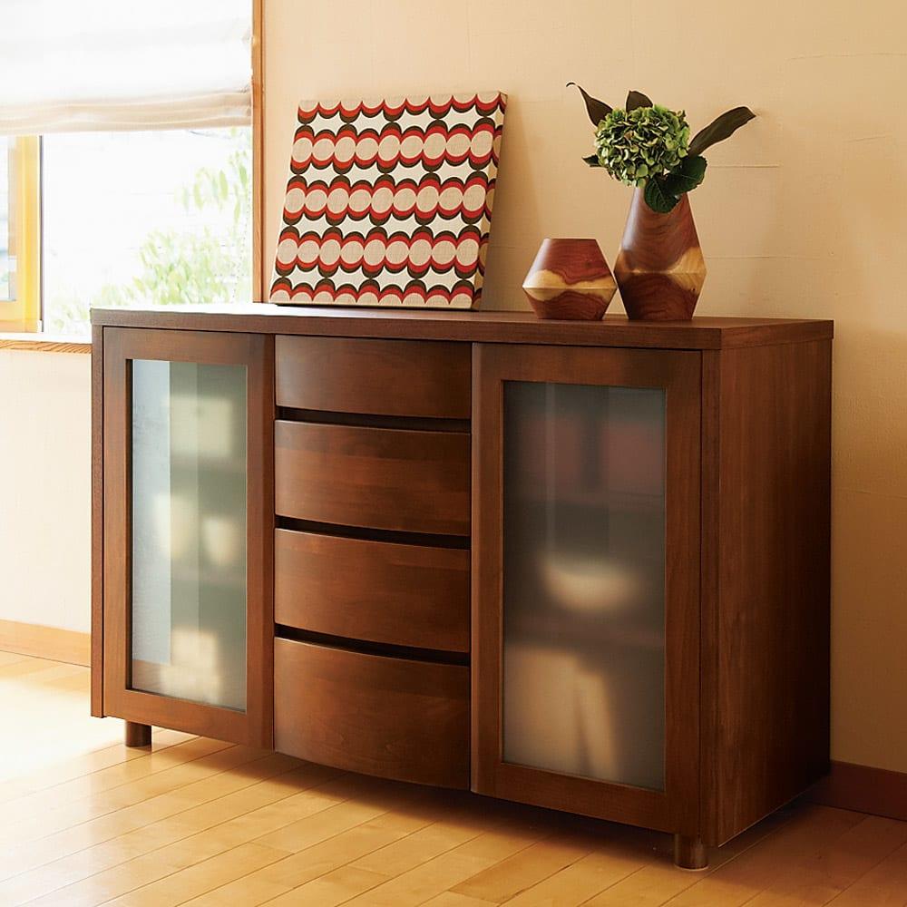 アルダー天然木アールデザインシリーズ サイドボード  幅124高さ79cm (イ)ダークブラウン