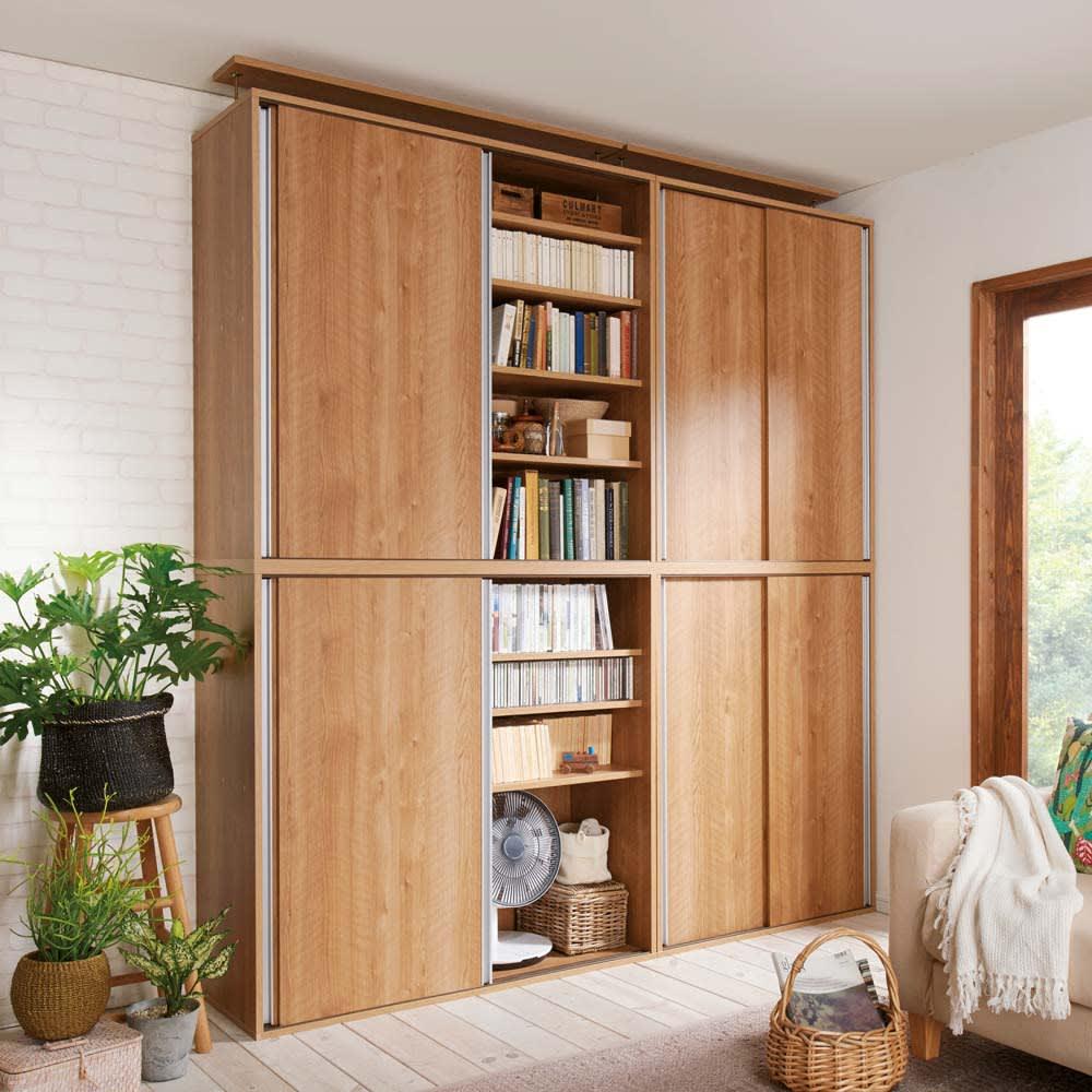 大量収納が自慢の引き戸式本棚 幅90本体高さ228cm 奥行40cm 天井突っ張りタイプは書籍はもちろん、小型の季節家電やバスケットなどがたっぷり収納できます。高級感ある天然木調ブラウンはディノスでもおすすめのカラーです。※(ア)ブラウン 左から幅120cm高さ228cm、幅90cm高さ228cmタイプになります ※天井高さ240cm