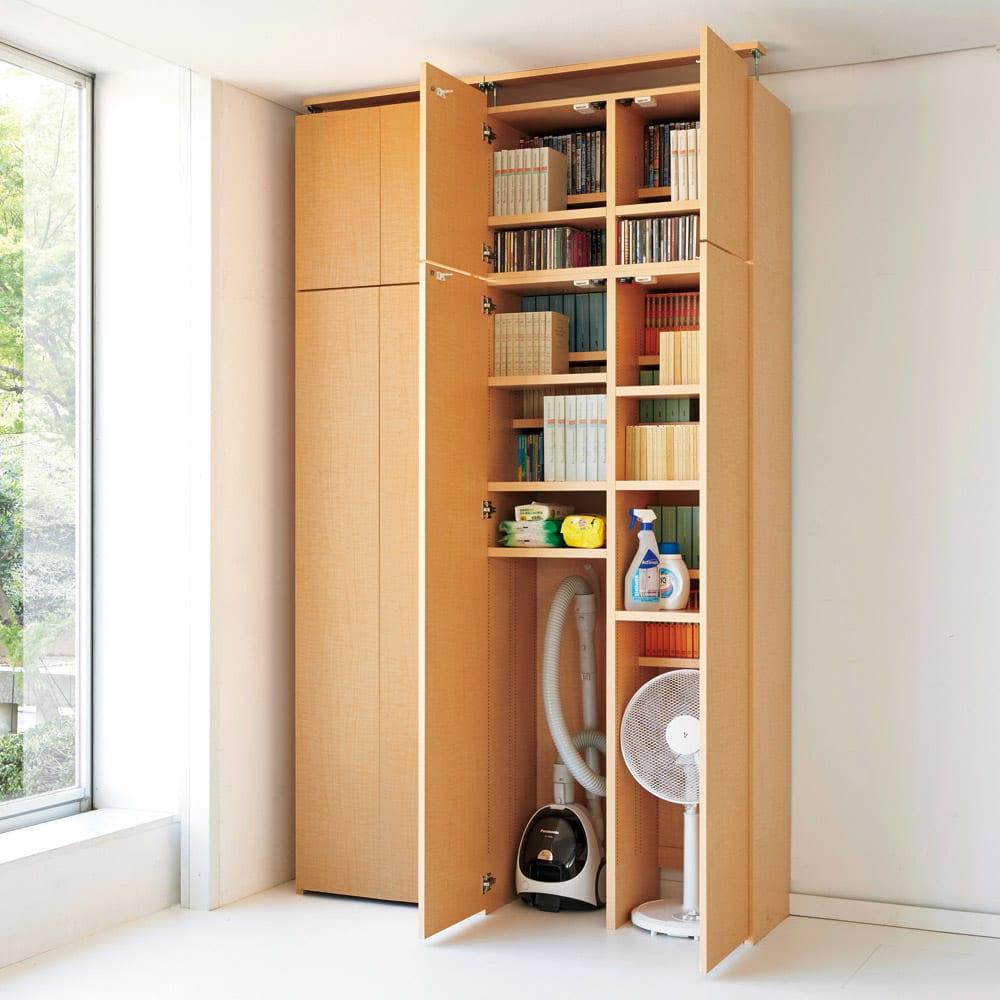 日用品もしまえる頑丈段違い書棚(本棚) 幅60cm 高さ180cm 固定棚位置を床から約119cmにし、掃除機や扇風機など背の高いものを収納可能に改良。 コーディネート例(イ)ナチュラル
