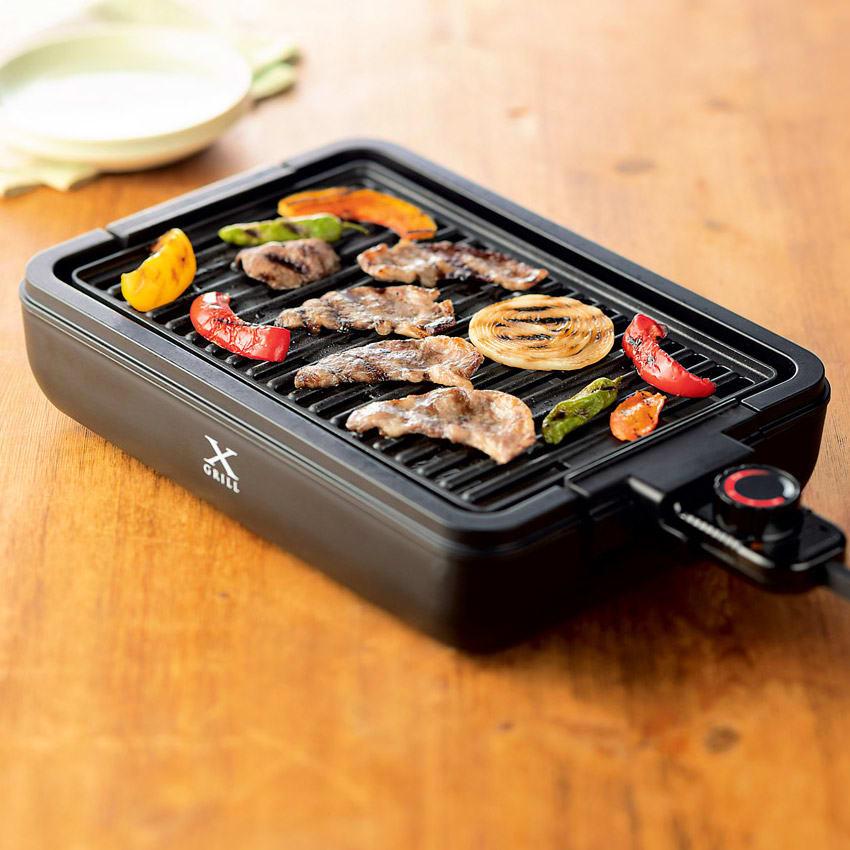 煙と油ハネを抑える!減煙焼き肉グリル「X グリル」 焼き面は油の滴下を促す曲線形状。水皿に脂が落ちて、煙化を抑えます。