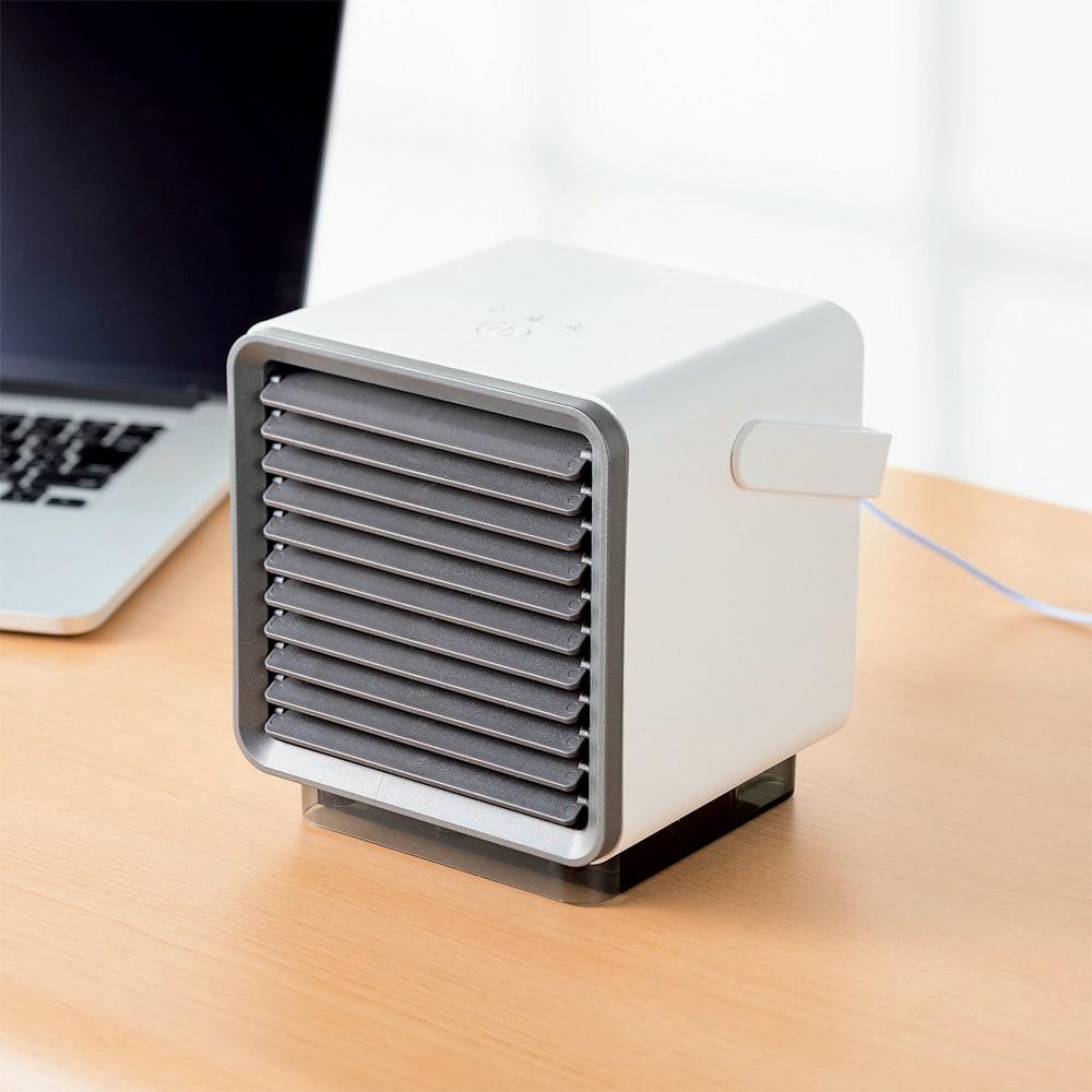ミニ冷風扇 持ち運びに便利な取っ手付き。