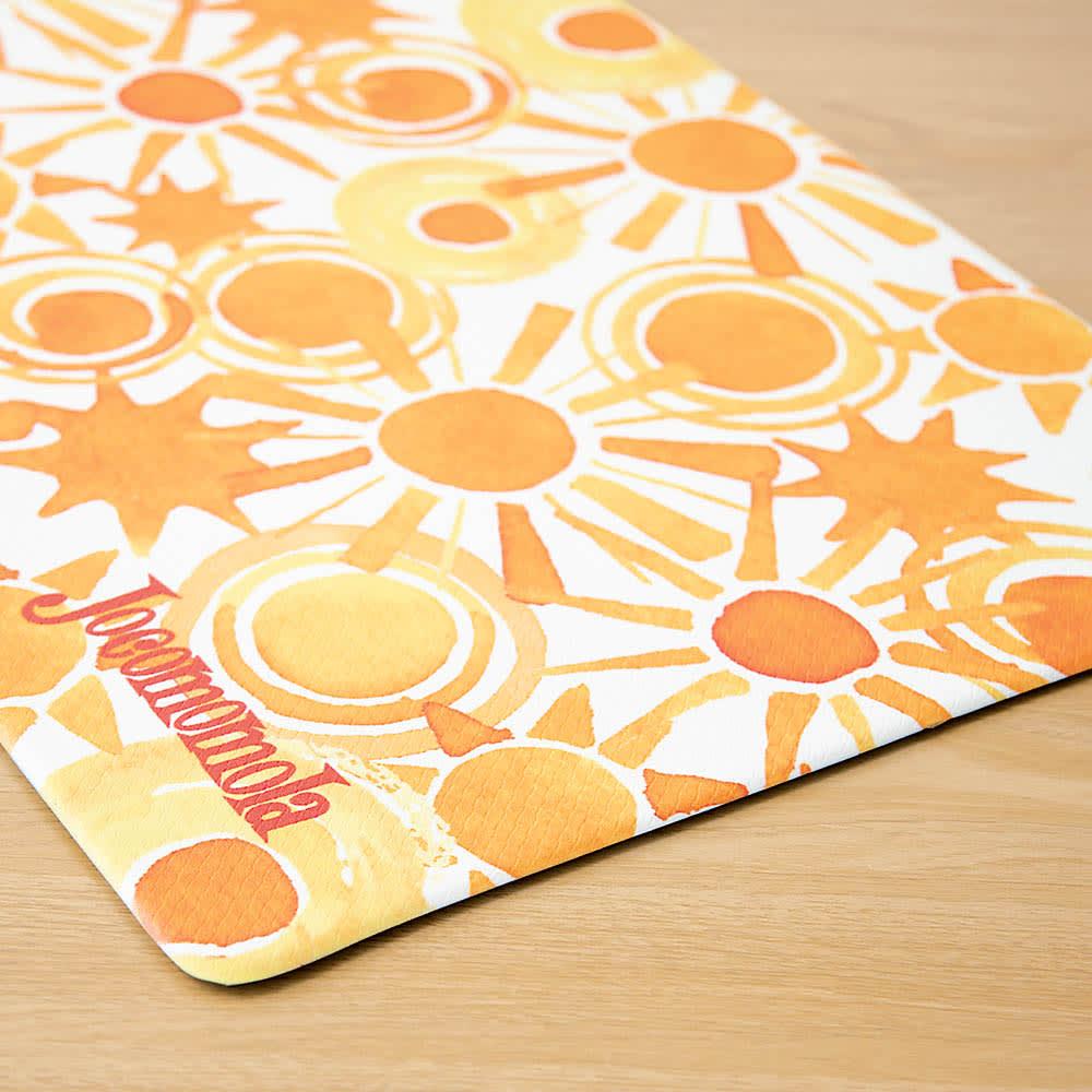 Jocomomola/ホコモモラ 汚れが拭けるPVCキッチンマット 45×240cm (ア)太陽 PVC素材なので掃除が簡単。