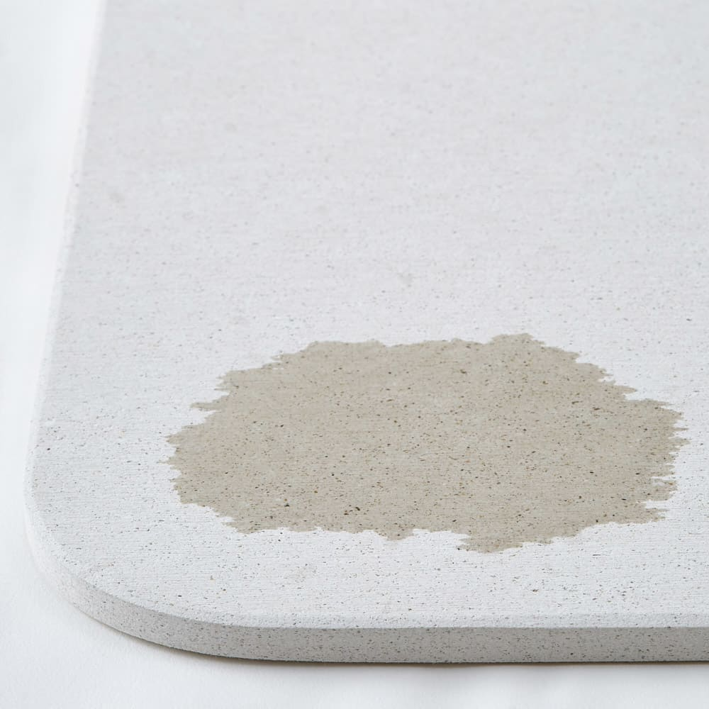 幅81・86cm/奥行56cm (soleau/ソレウ 吸水・速乾・消臭バスマット&ひのきスノコセット サイズオーダー) 吸水イメージ※画像はシリーズ商品です。
