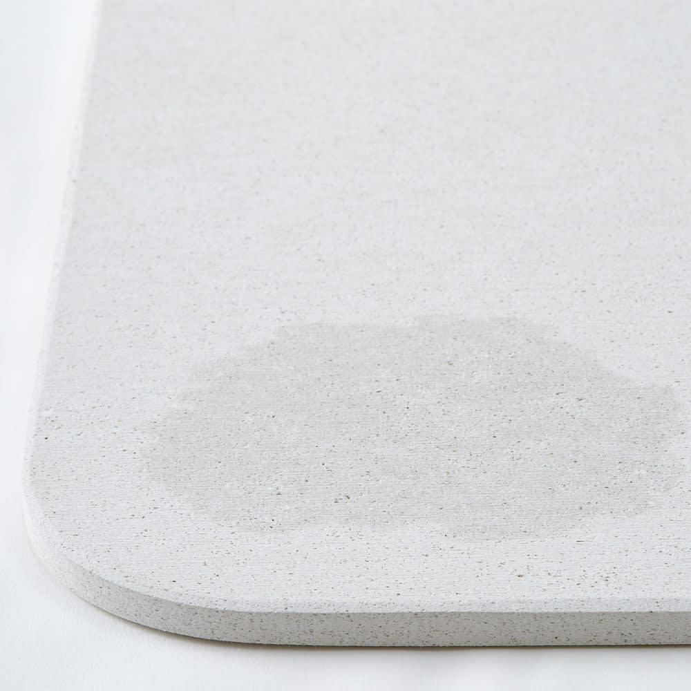 幅65・70cm/奥行40cm (soleau/ソレウ 吸水・速乾・消臭バスマット サイズオーダー) 吸水イメージ※画像はシリーズ商品です。