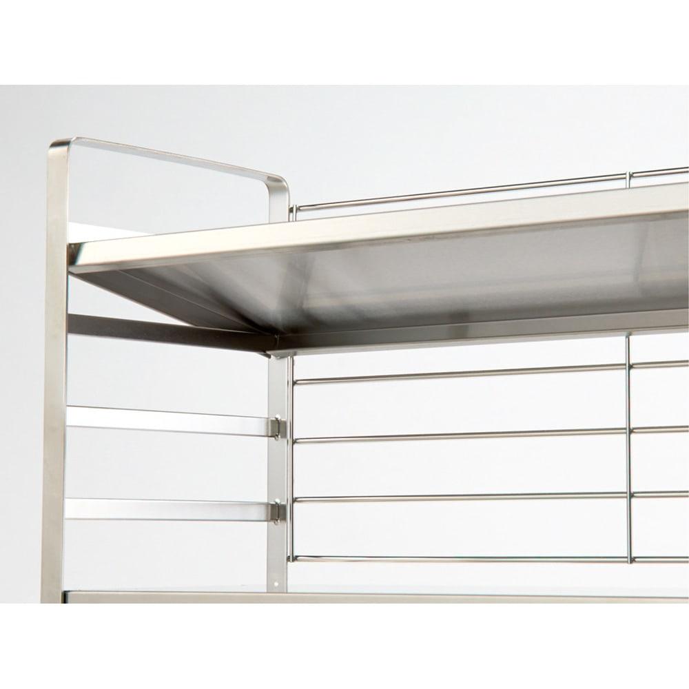 出窓にも使えるオールステンレス頑丈ラック 幅90cm 棚板は5cmピッチの可動式で、簡単に段を変えられます。