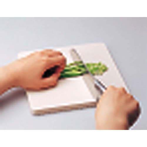 抗菌力が持続する軽くなった まな板パルト ミニ ミニサイズは薬味やチーズなどのカットに便利。(写真は従来の厚みのあるまな板です。実際お届けするのはサイズは同じですが薄いタイプになります)