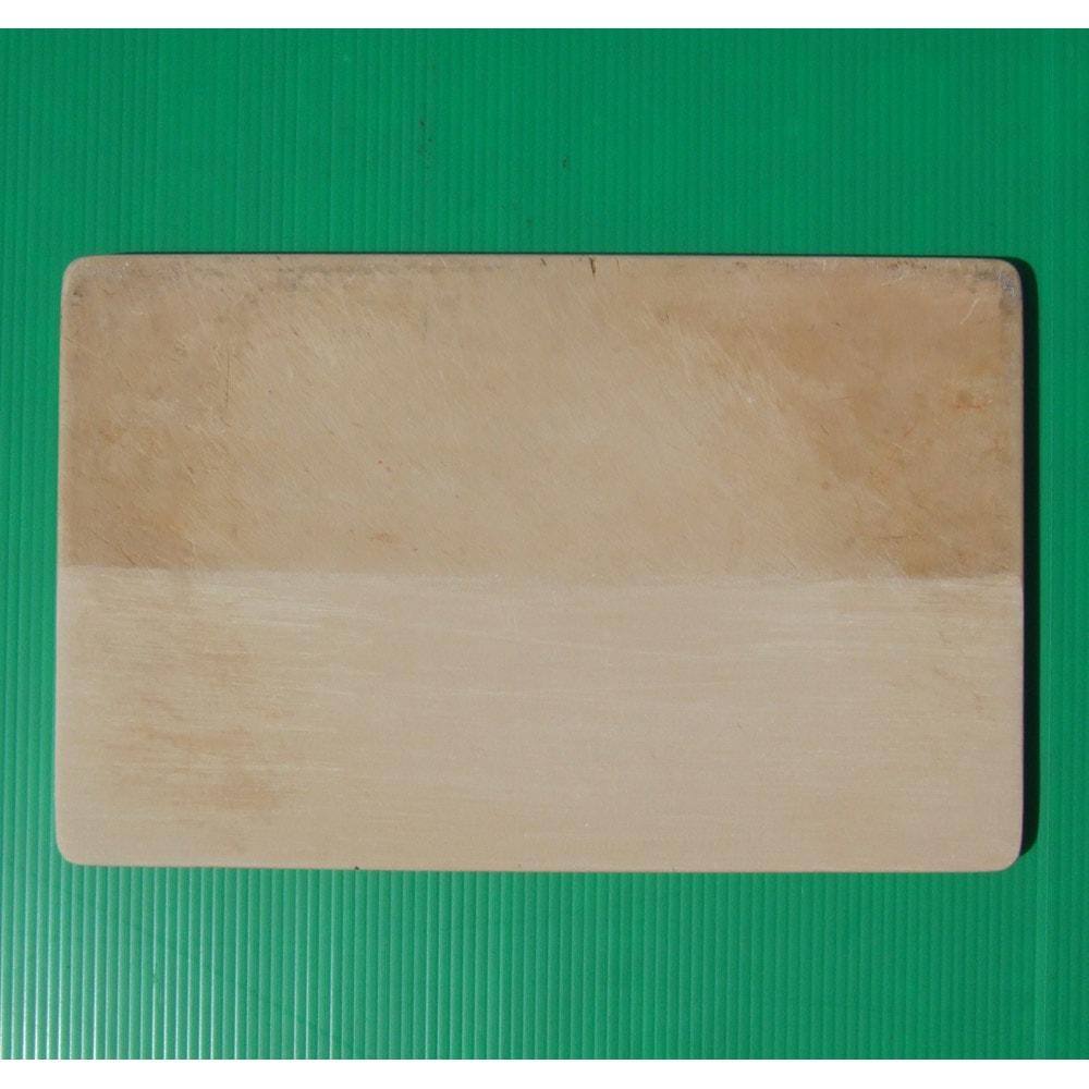 抗菌力が持続する軽くなった まな板パルト ミニ 上が研磨前・下が研磨後の写真。付属の研磨シートでごしごし研磨すればきれいな面が現れます。