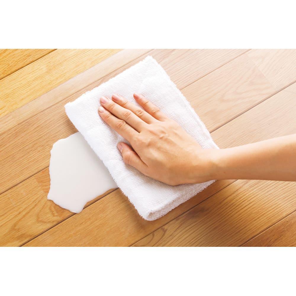 アキレス透明シリーズ キッチンフロアマット Neo (イージーオーダー) 液体をこぼしてもサッと拭くだけ。