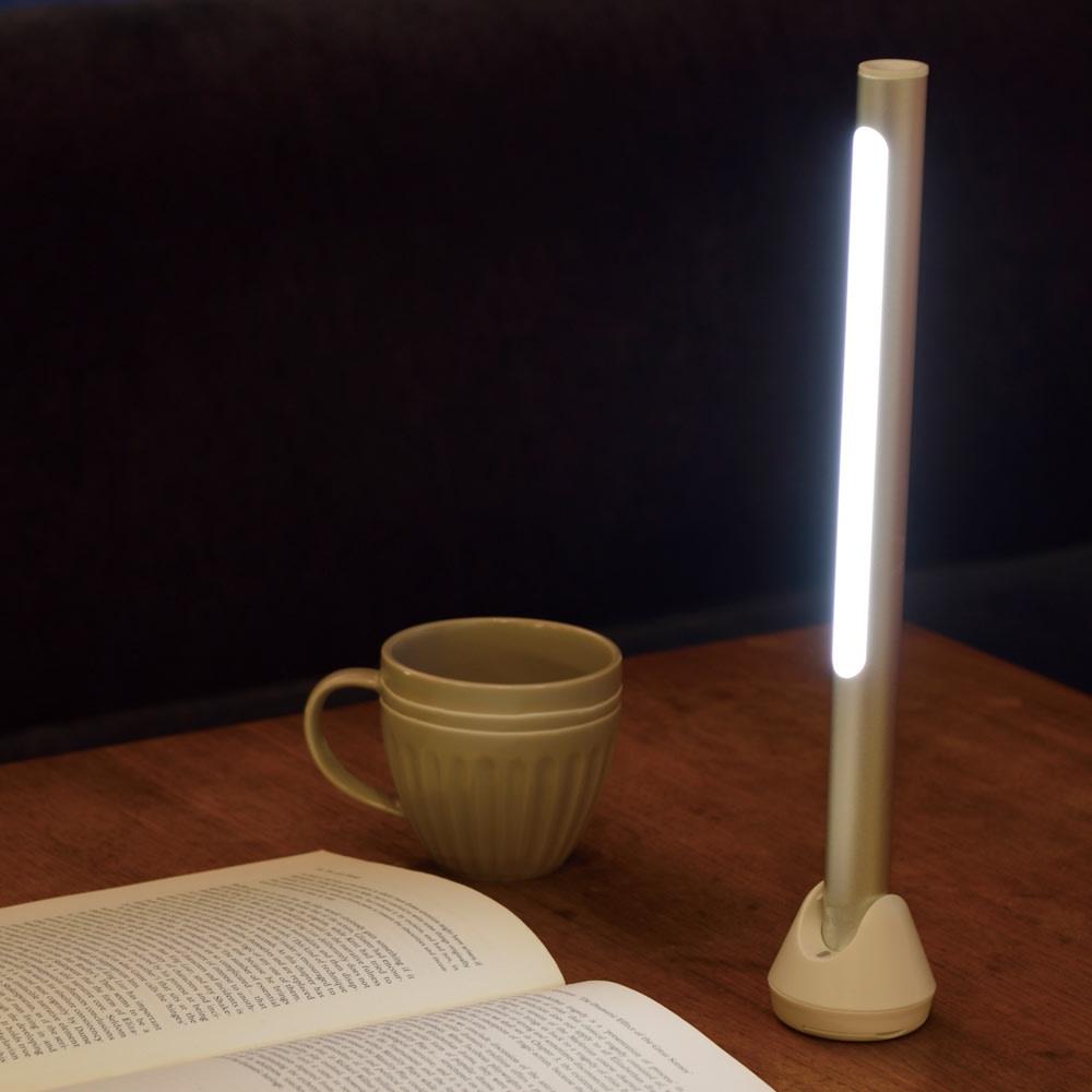 BRUNO/ブルーノ  スティックライト しっかりとした明るさを確保でき、夜の読書も快適に。(ア)シルバー