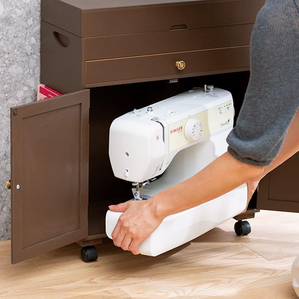 ミシン専用 裁縫用品 ひとまとめ収納ワゴン 使い終わったミシンは下の収納部へ。