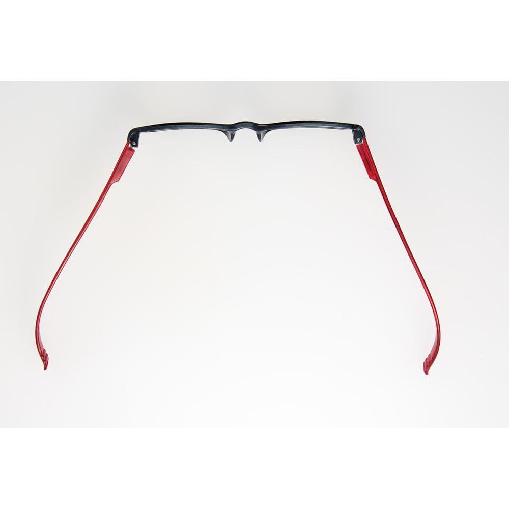 首にかけられる リーディンググラス ネックリーダーズ スクエアタイプ しっかりしたバネ式で首に掛けやすい設計です。
