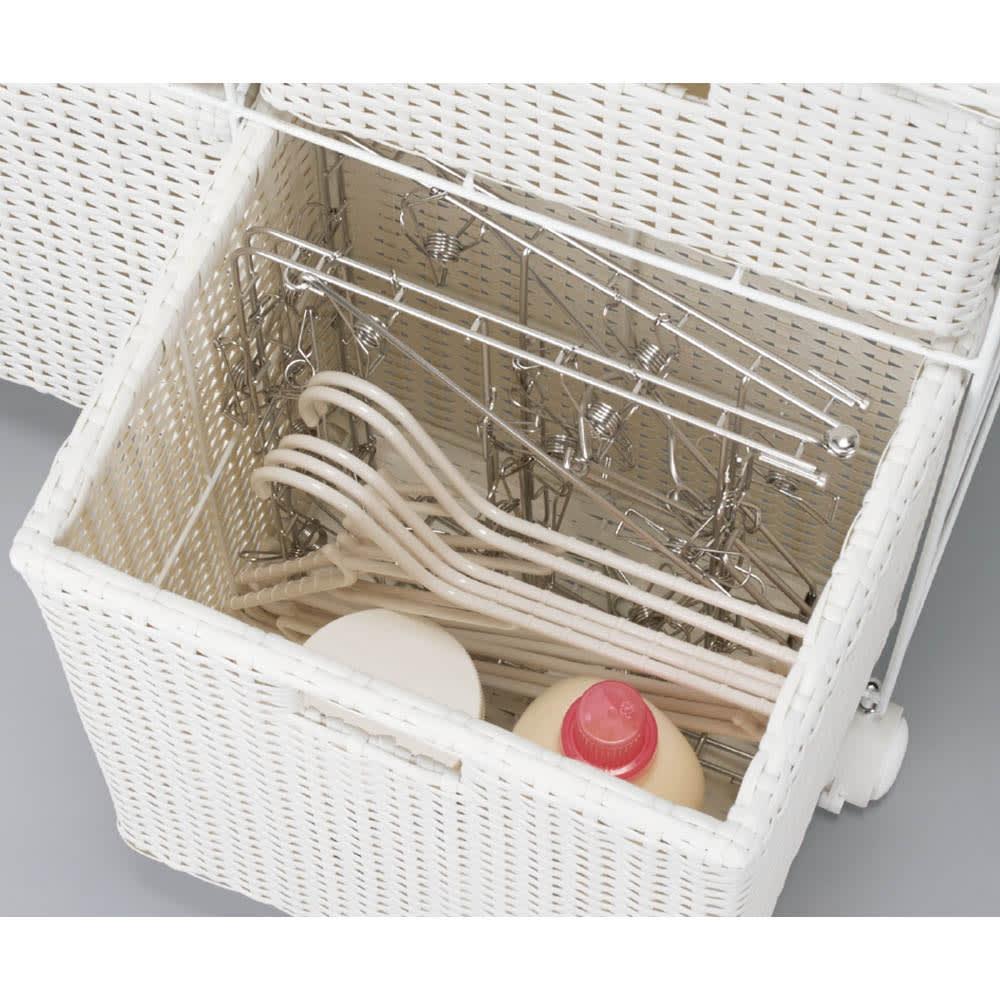 ラタン風ランドリーチェスト ワイド3段(幅74・奥行34.5・高さ80cm) 深さのある下段カゴには洗濯グッズがすっぽり。