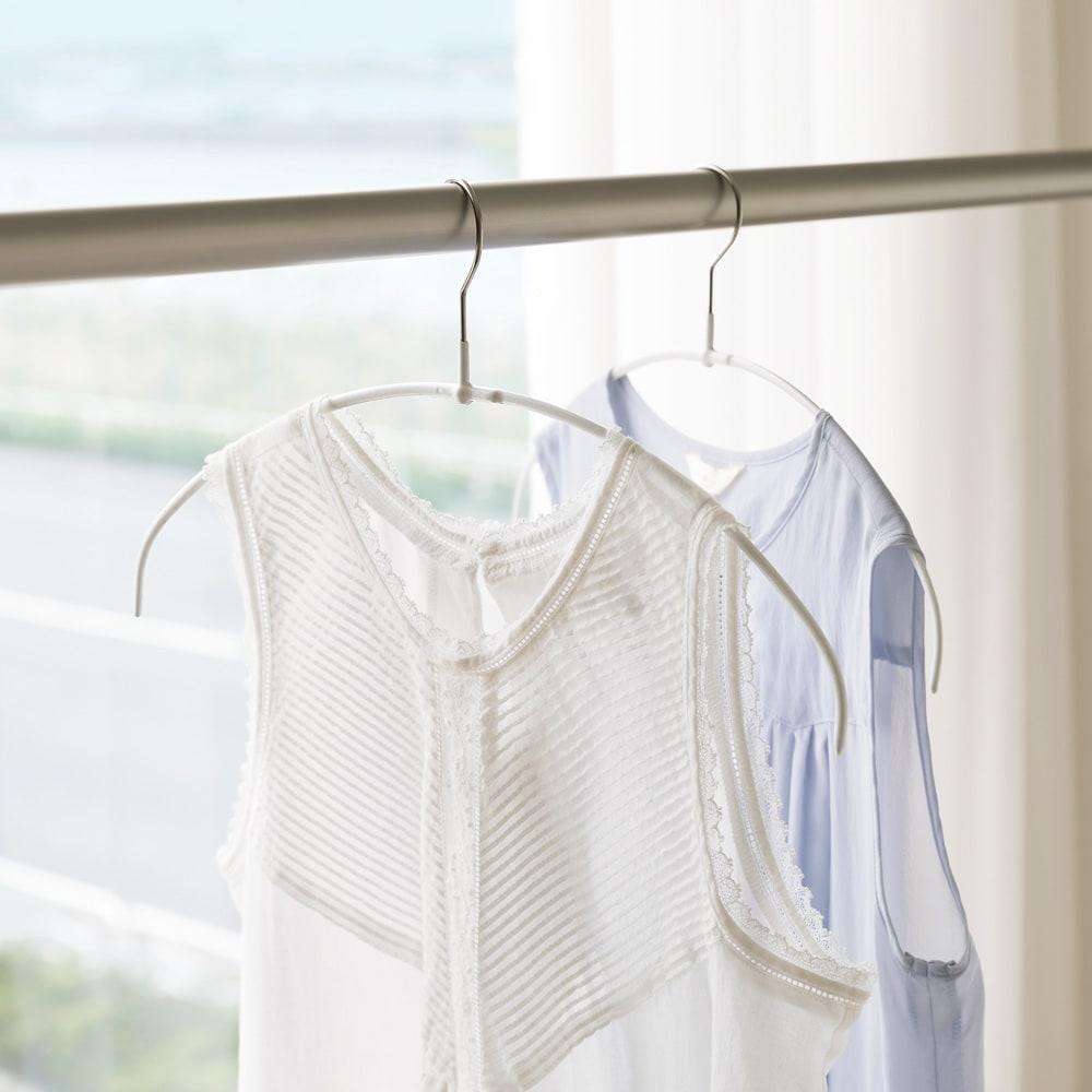MAWA(マワ)洗濯ハンガー レディススリム (ウ)パールホワイト色見本 ※写真は人体スリムタイプです。