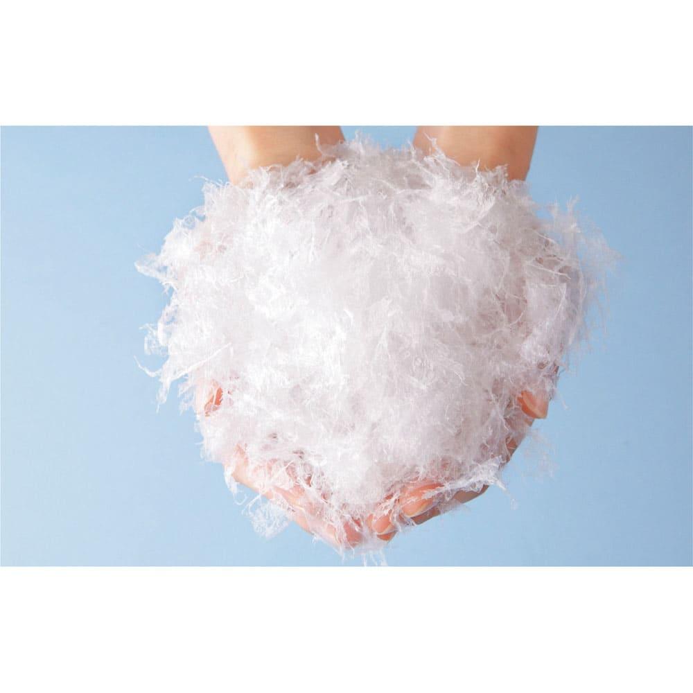 デンマーク製フォスフレイクス安眠枕と綿100%カバー 羽毛のような感触のフォスフレイクス素材 ふわっと軽い上質な羽毛のような感触を持ちながら、反発力がある素材。