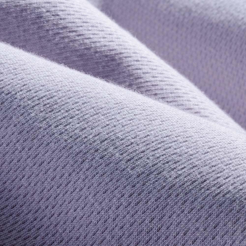 ファミリー布団用 防水シーツ 肌面綿100%・消臭機能付き(ファミリーサイズ・家族用) (イ)グレイッシュパープル 表面 防水生地なのに肌にふれる部分はコットン100%のやさしい肌ざわり。裏面にはなめらかな防水コーティング。