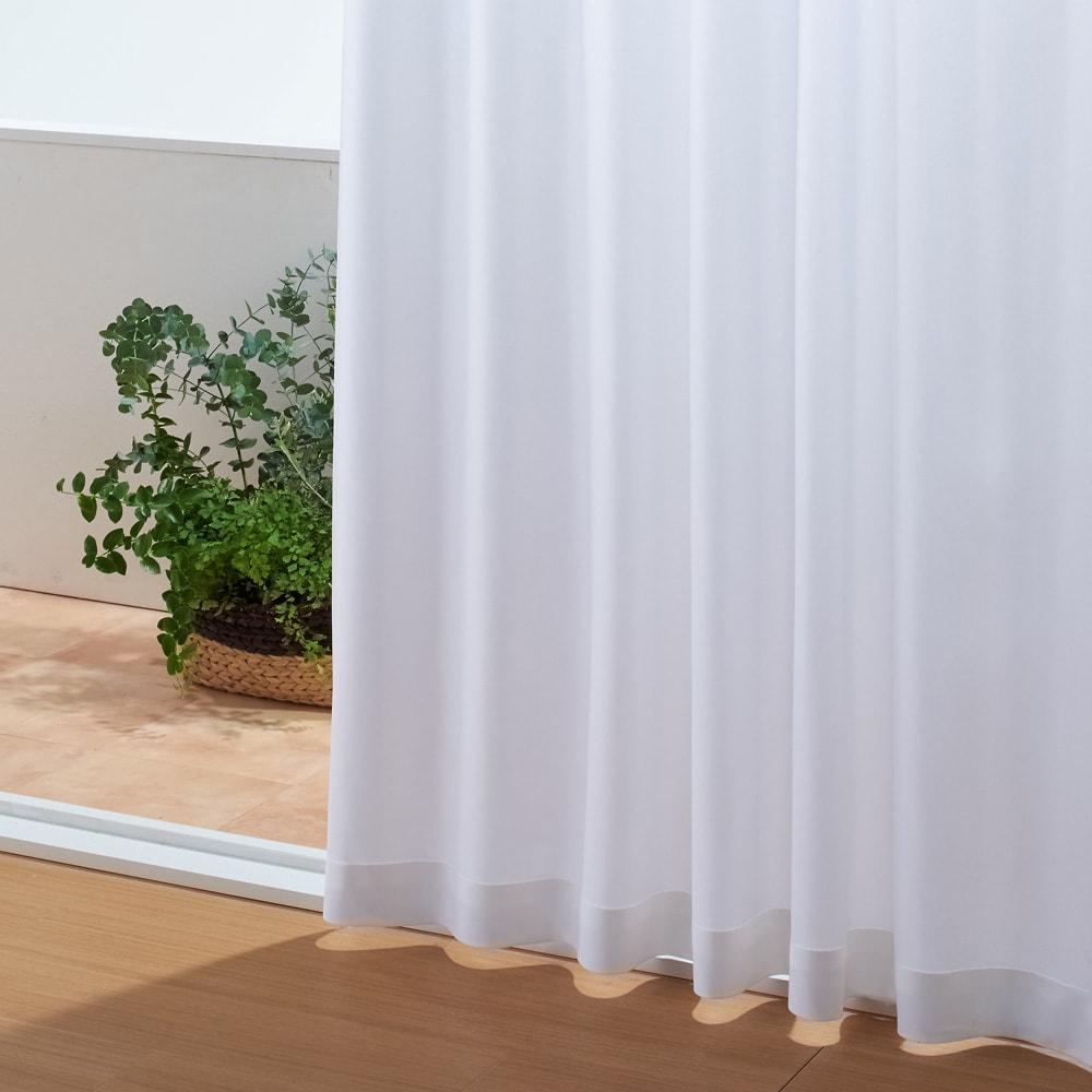 ウェーブロン(R)使用 UVカットレースカーテン 2枚組 昼でも夜でも見えにくく、プライバシーを守ります。 特殊な断面を持つウェーブロン(R)糸が、光の乱反射と光を屈折させるレンズのダブル効果を発揮。外からの視線をしっかりカットします。