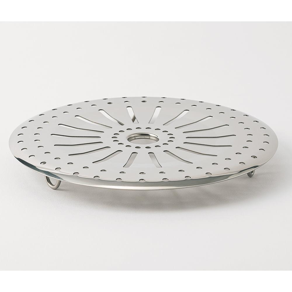 vitacraft/ビタクラフト 特別4点セット(深型24+フライパン20+無水フタ+蒸し板) 蒸し板は24cmのフライパンで使用できます。市販のシュウマイや肉まんも電子レンジではなく、蒸し器で蒸すとお店のような仕上がりに。ジャガイモやアスパラ、ウィンナーなどを蒸したホットサラダもおいしい☆