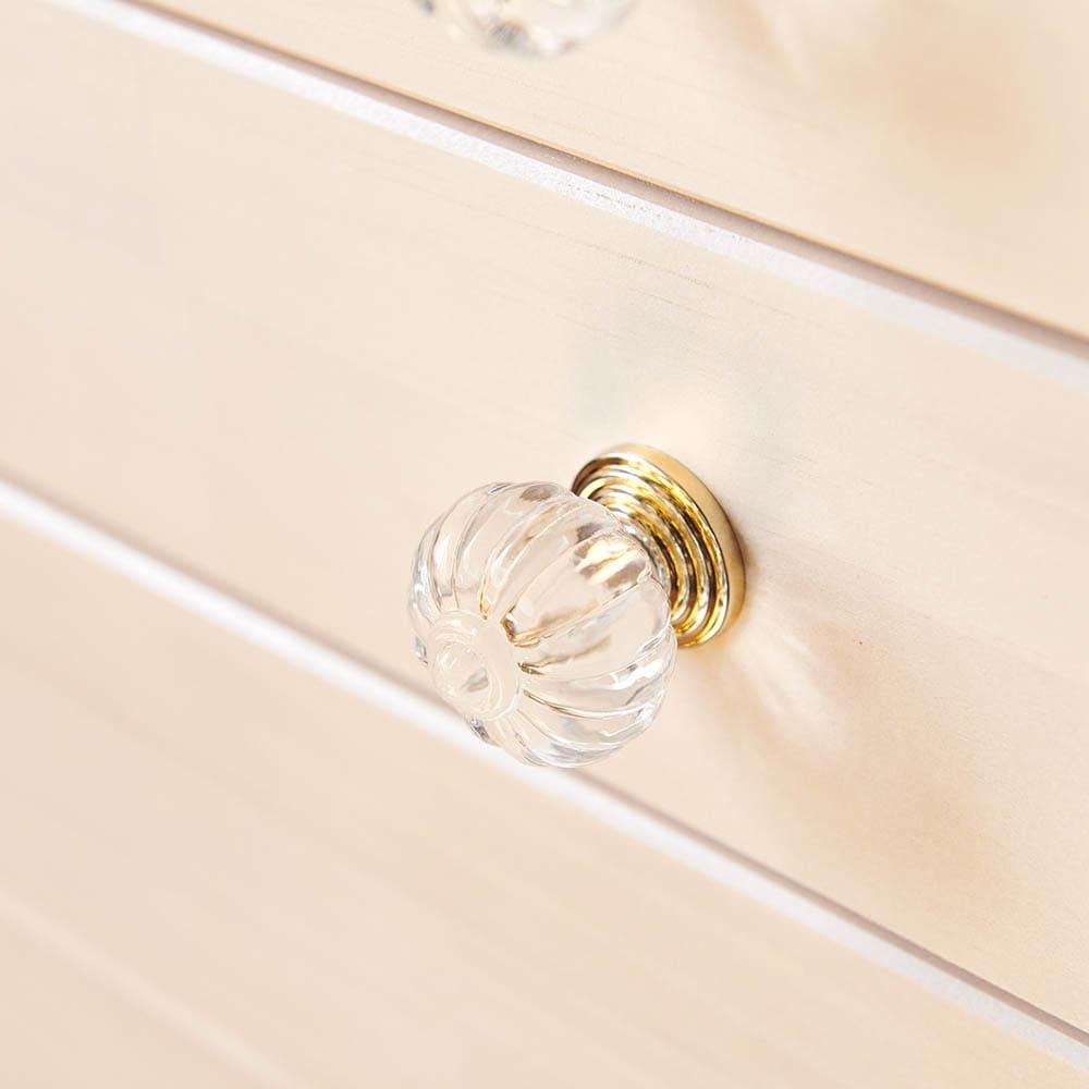フェミニンチェスト カウンター下オープンタイプ 引き出しの取っ手部はアクリル樹脂製のおしゃれなデザイン。