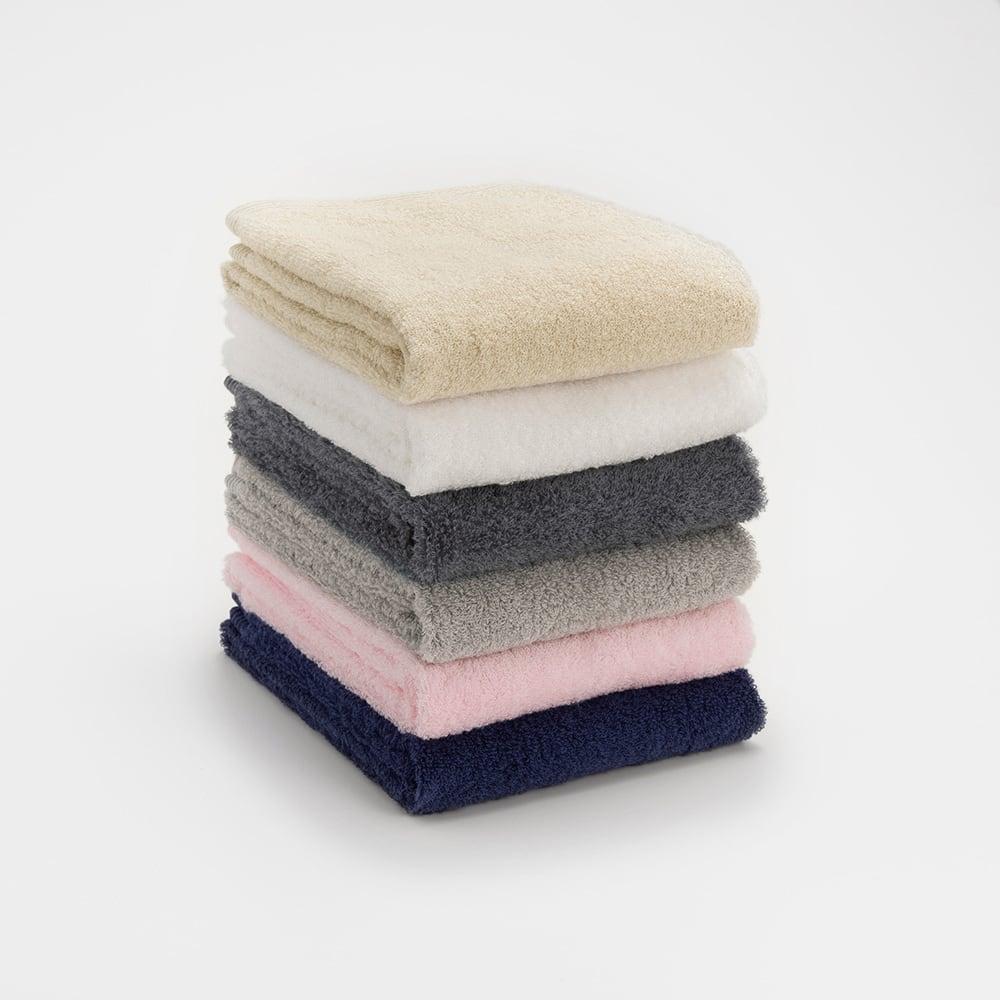 洗うほどやわらかくなるタオル 上から(エ)ベージュ、(ア)ホワイト、(カ)ダークグレー、(イ)グレー、(ウ)ピンク、(オ)ネイビー
