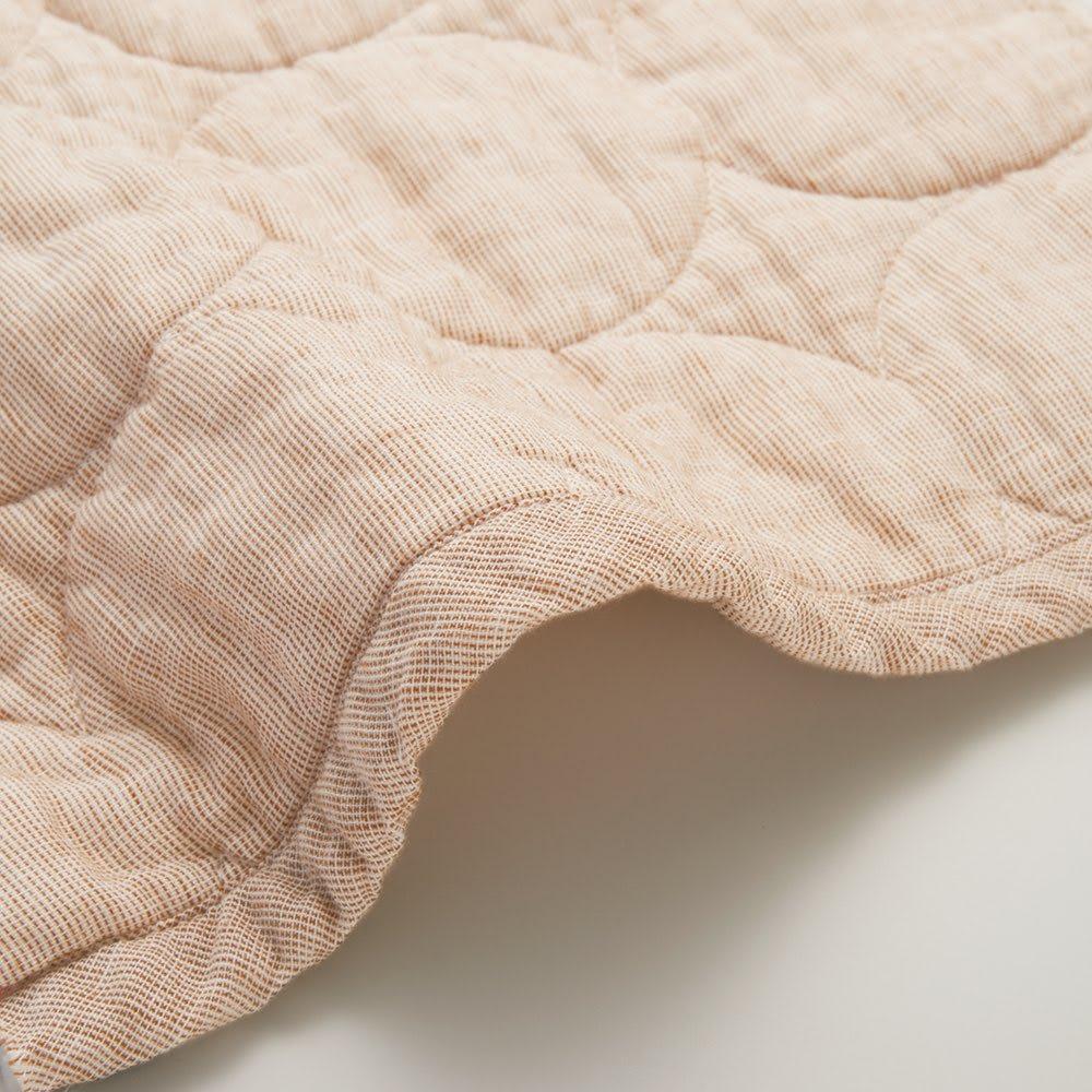 医療用の脱脂綿とガーゼを使ったパシーマ(R)EXシリーズ 先染めタイプ キルトケット [Renewal Point] お客さまからの声でより快適にリニューアル。共生地のヘムでスッキリ。縁が共生地のヘムに変わり、一段とオシャレなルックスに。