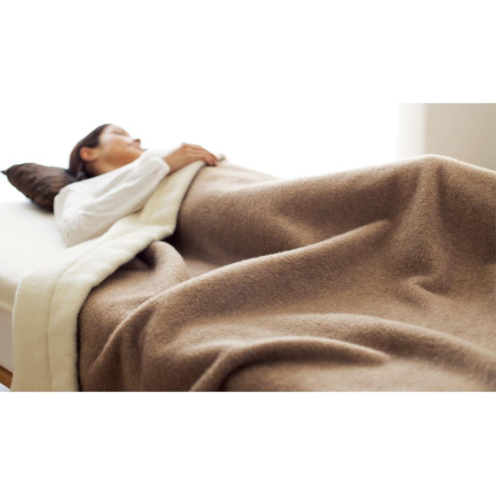 洗える無染色カシミヤ毛布(毛羽部) ホワイトカシミヤ使用 敷き毛布 リバーシブル掛け毛布使用例 ※お届けするのはホワイトカシミヤ敷き毛布です