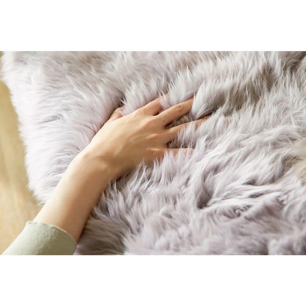 洗えるスプリングラム長毛ムートン 6匹物~10匹物 毛の1本1本がコイル状になっている羊毛は、弾力性・体圧分散性に優れた素材。長時間座っていても疲れにくく、衝撃も吸収します。