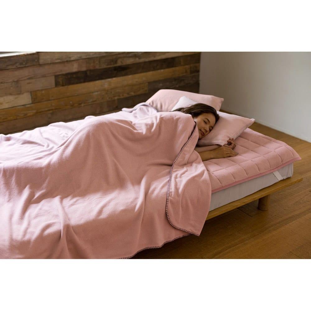 発熱するコットン「デオモイス」寝具シリーズ フランネルニットの2枚合わせ毛布 (イ)オールドローズ ※ブランケットステッチは、ピンク色になります。