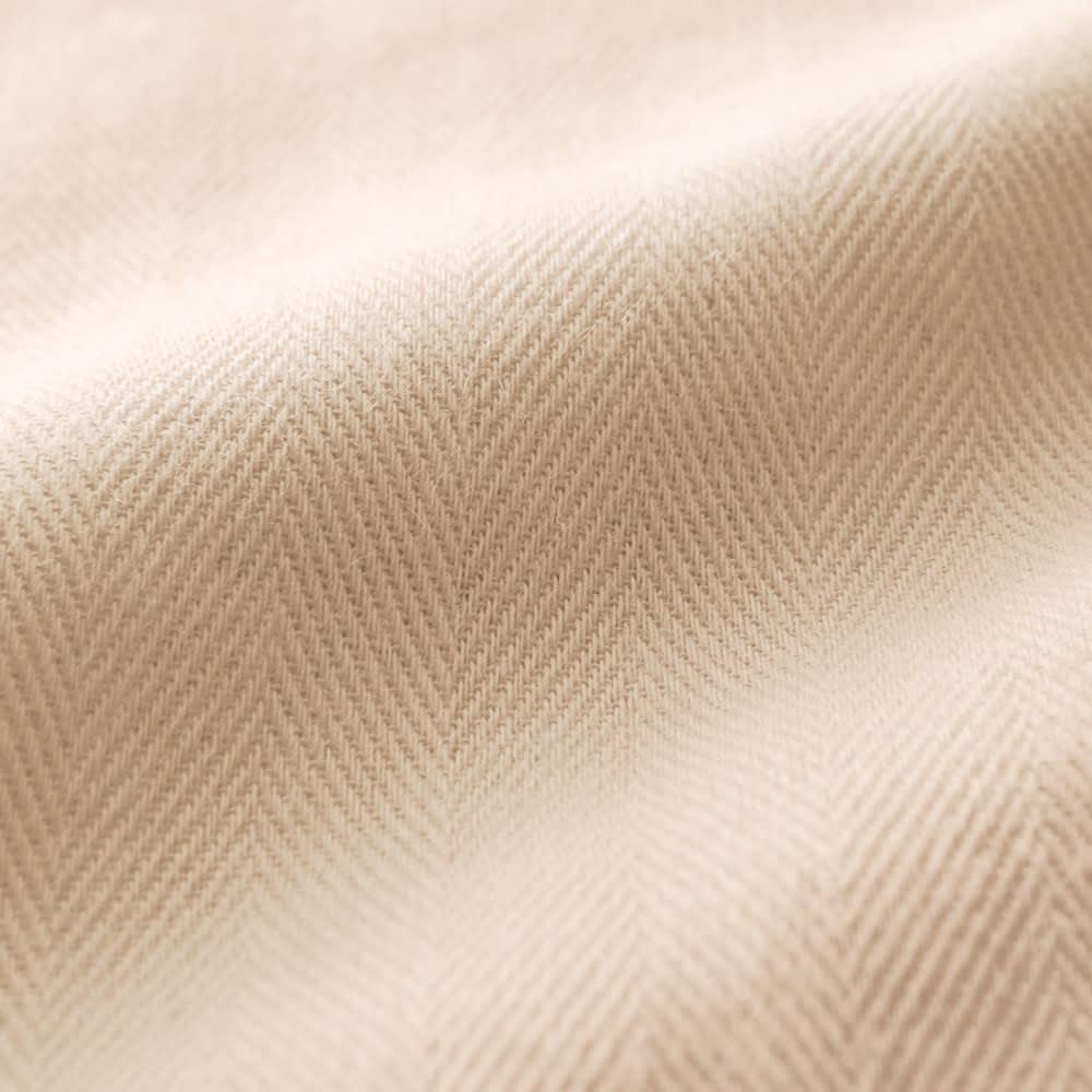 和ざらし二重ガーゼ カバーリングシリーズ 掛けカバー 生地アップ 「和ざらし製法」で、やわらかな二重ガーゼに。 有害な薬品を使用せずにじっくり時間をかけて綿の不純物を取り除く「和ざらし製法」で、生地に負担をかけず上質な風合いに。ヘリンボーン織の二重ガーゼで、やわらかなのにしっかりした生地に仕立てました。