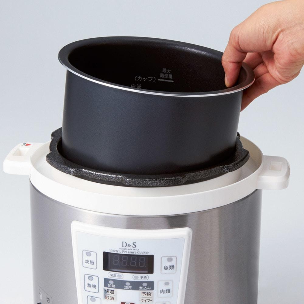 マイコン式電気圧力なべ 容量2.5L 内なべは、取り外して丸洗いできるので、お手入れ簡単。