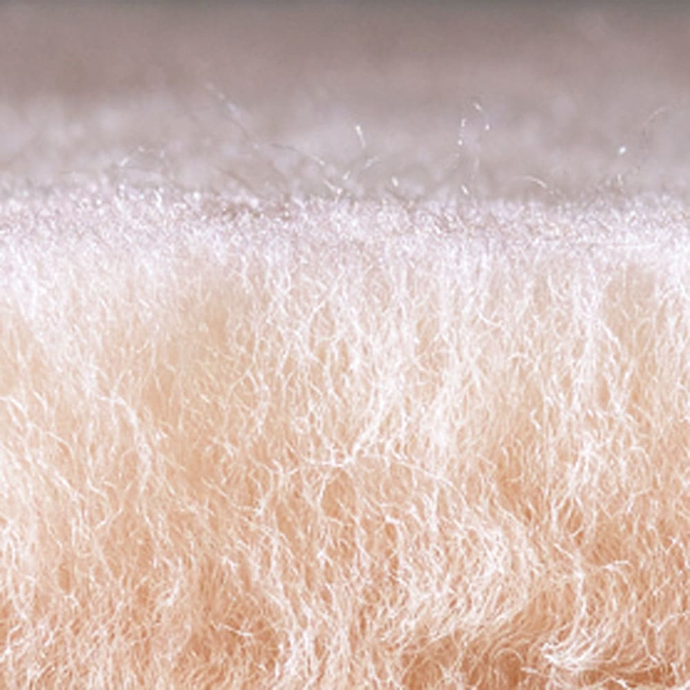 すっぽり包まれるムートンスリッパ1足 密度が高く上質なムートンをたっぷりと使用。