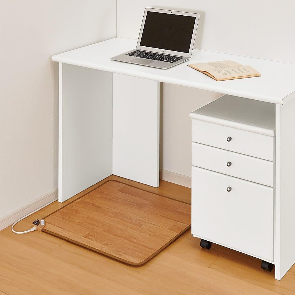 ホットテーブルマット 幅60cm 木目柄 デスク下にすっきり収まるサイズです。 (ア)ナチュラルブラウン ※写真は約60×60cmタイプです。