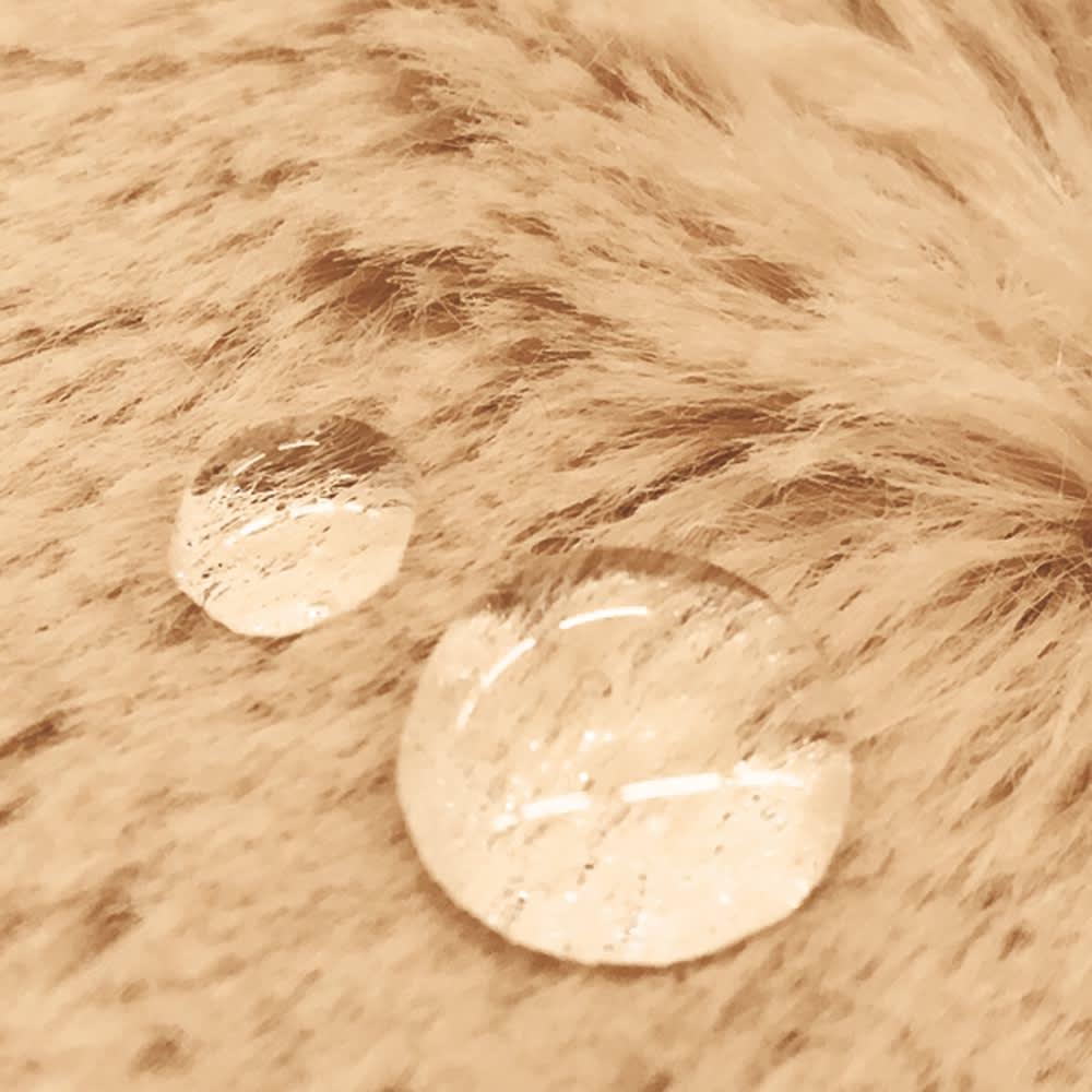 はっ水ファー調ハイタイプこたつ掛け布団 はっ水機能付きで、食べこぼしなどもさっと拭き取れてきれいに使えます。