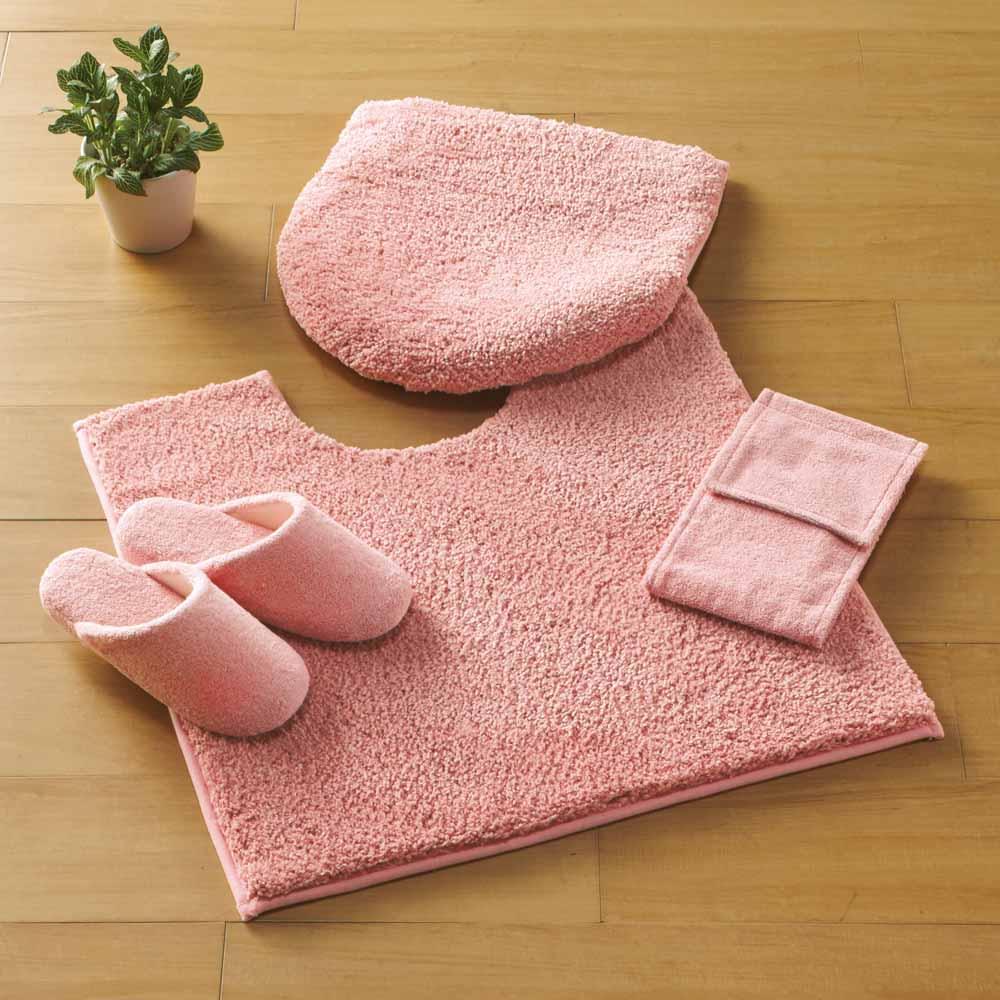 ウチノもこふわトイレタリー フタカバー・マットセット コーディネート例(オ)ピンク ※画像は普通判マットです。 ※お届けはフタカバー・トイレマットの2点セットです。